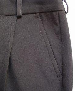 Вот такой внешний вид кармана уже на готовых брюках