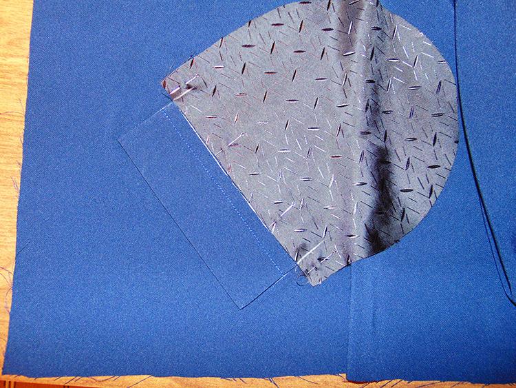 Как правильно сшить прорезные карманы с листочками 4